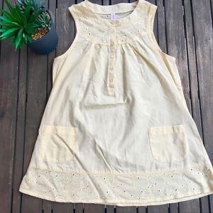 Light yellow sleeveless top with front pockets | S
